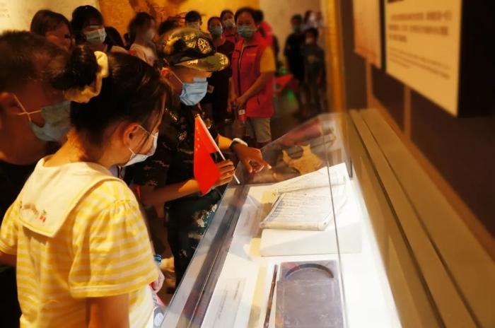 同学们在刘少奇纪念馆参观2.webp